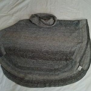 Leo & Nicole Gray Sweater Poncho Sz Small